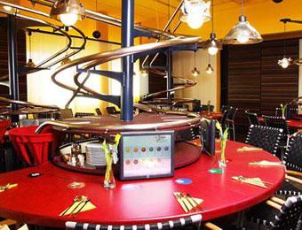 В Германии открылся ресторан без официантов - еда спускается с потолка (ФОТО)