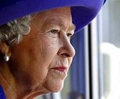 Елизавета II нарядилась в полинявшее платье (ФОТО)