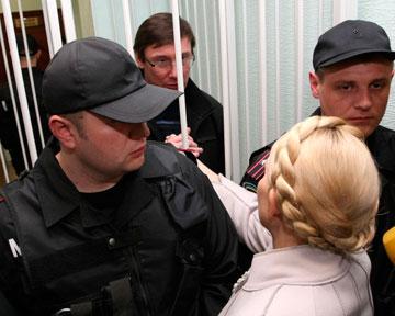 Тимошенко отказалась ехать в суд - хочет встретиться с Луценко